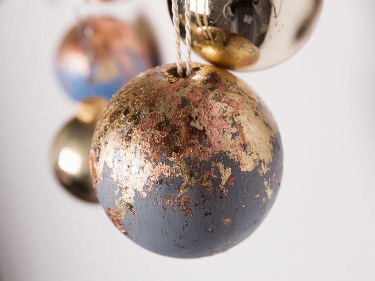 Diy tutorial christmas baubles with metal flakes via dawanda diy tutorial christmas baubles with metal flakes via dawanda solutioingenieria Images