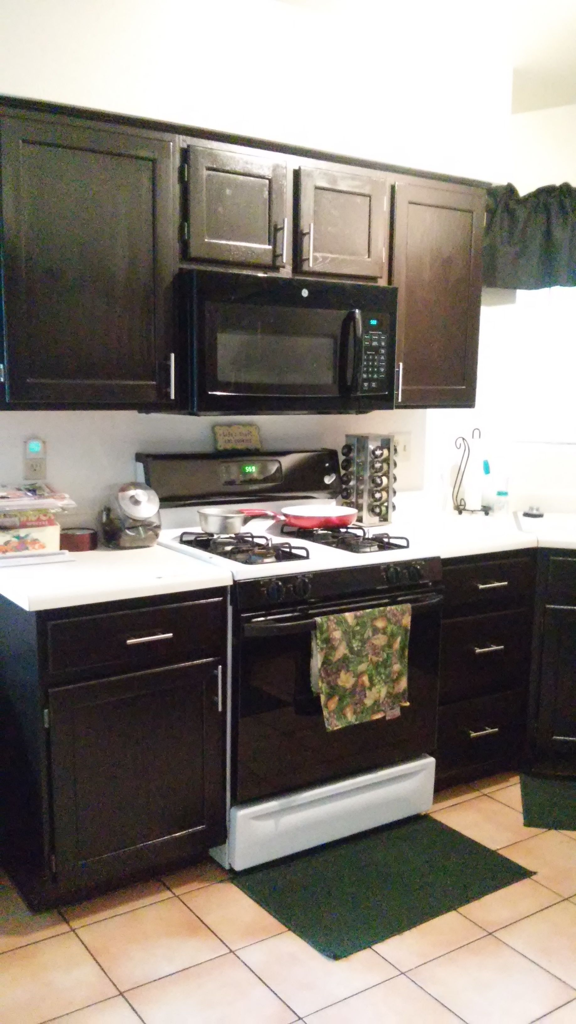 Pin by Melanie Saunders on My Renos | Kitchen cabinets ...