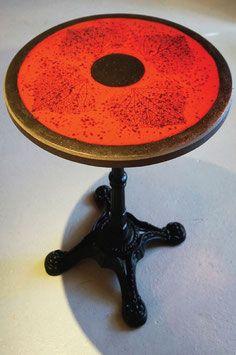Petite Table Bistrot Ronde Nervure De Feuilles Sur Fond Rouge En Lave Emaillee De Volvic Jolie Petite Table Bistrot En Table Bistrot Ronde Table Bistrot Table