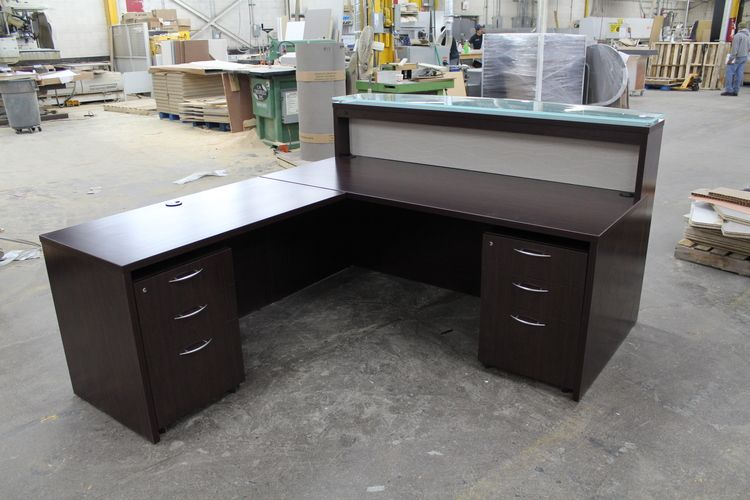 Dark Wood Mahogany Reception Desk With A Glass Transaction Or Sales Counter This L Shaped Front De Reception Desk Mahogany Reception Desk Reception Desk Diy
