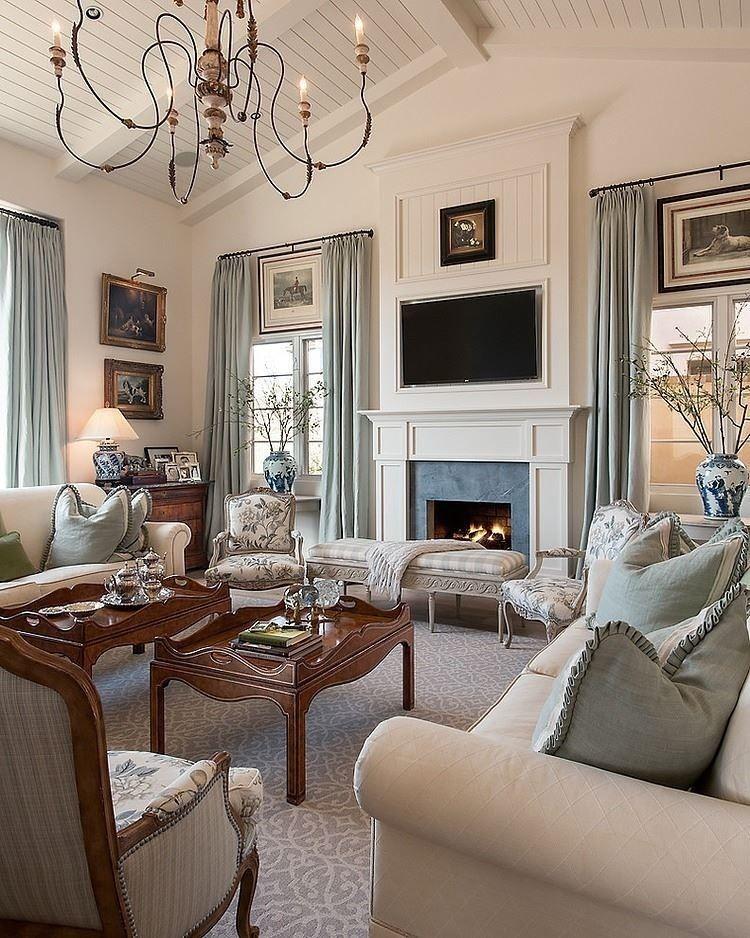 Silloncitos en tela de flores y rayitas atras muebles for Casa clasica moderna interiores