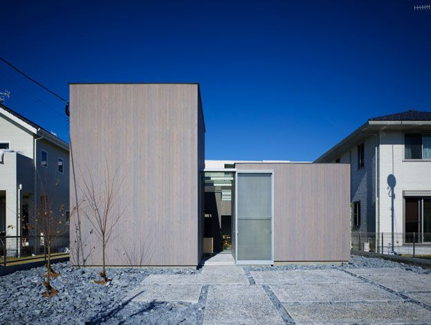 Amazing house concept few cubes conected with 'inside/out' spaces - this house looks best in dark, because of blueish tones that dive deep into the core of the house dividing warm private spaces =)