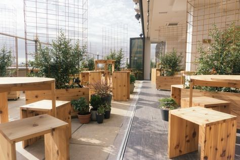 Kimoto Rooftop Beer Garden By Isometric Studio At The Rooftop Of Sheraton And Aloft Hotels New York Beer Garden Design Beer Garden Ideas Backyard Beer Garden