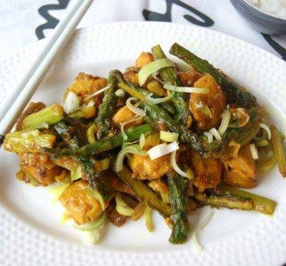 Lemongrass and asprargus chicken stir fry/myoodpassion