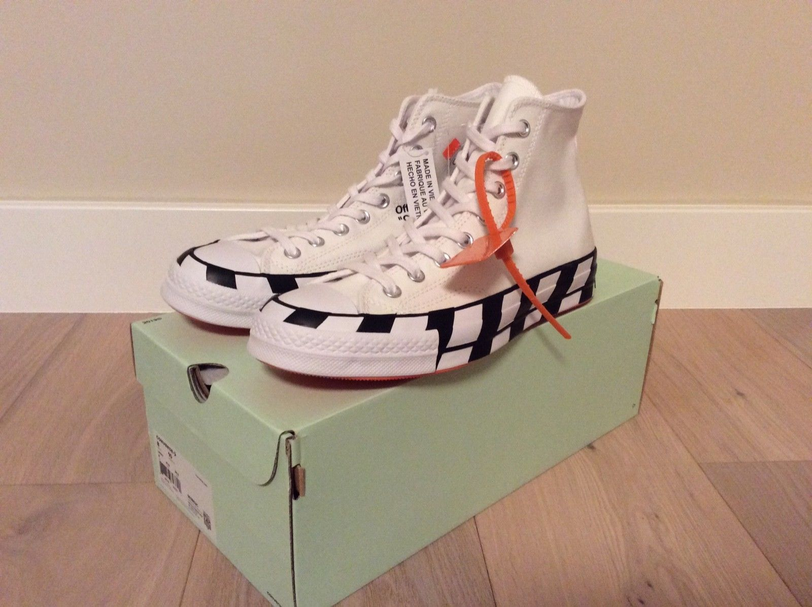 OFF WHITE CONVERSE Chuck Taylor Size 8 Mens Brand New