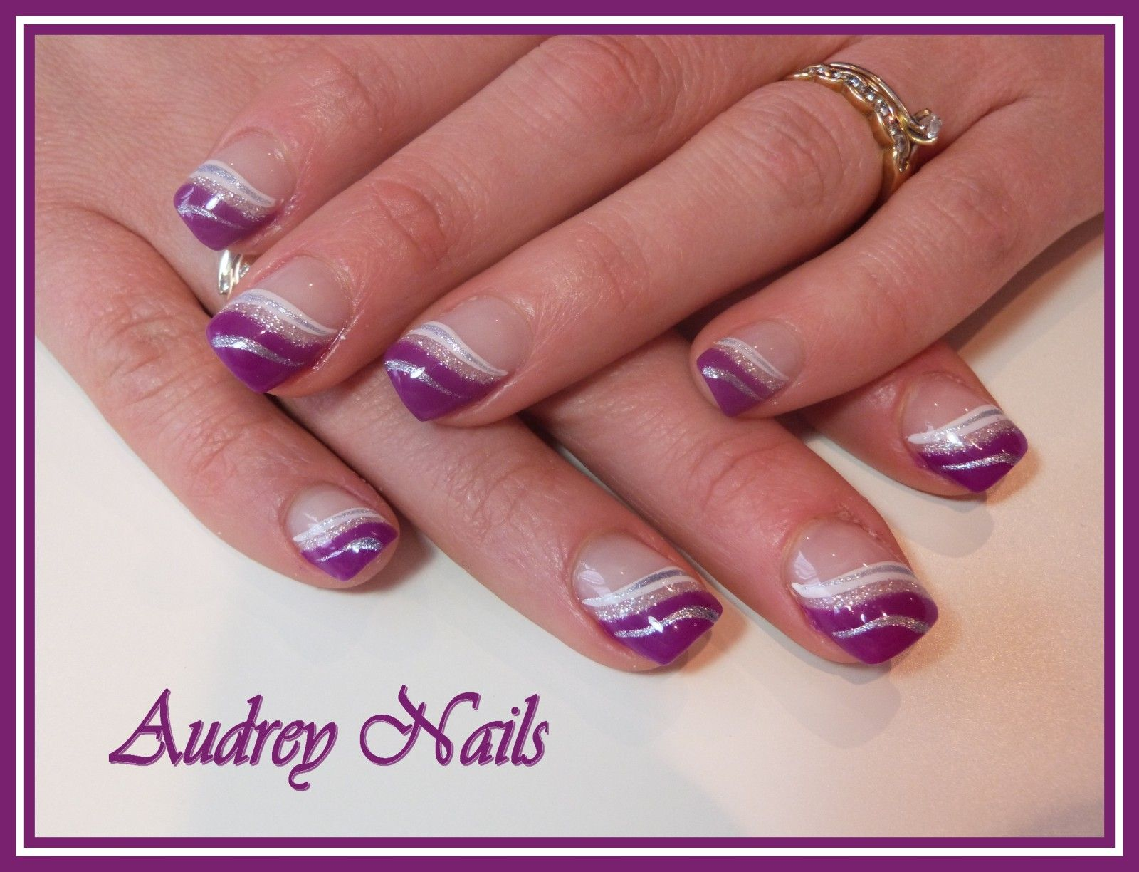 French En Vague Hypnotic Violet Et Blanc Argent Petites Choses De Val Pinterest Ongles