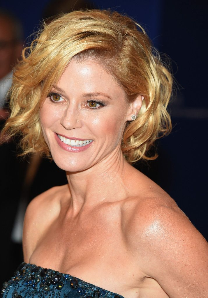 Wondrous More Pics Of Julie Bowen Curled Out Bob Bobs Good News And The Hairstyles For Men Maxibearus