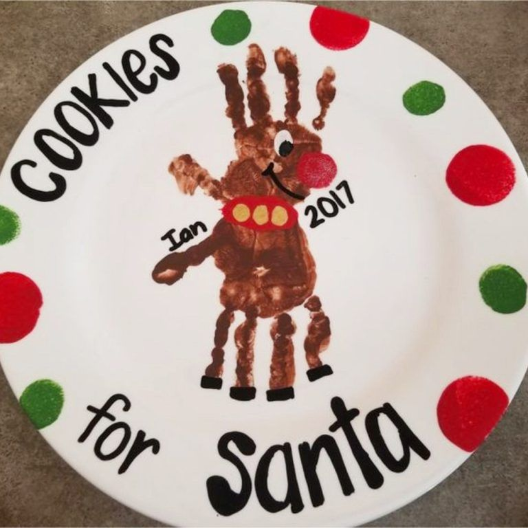 DIY Christmas Crafts for Kids - Easy Craft Projects for Christmas 2019 Christmas crafts for kids - Cookies for Santa plate made with childs handprint as a reindeer - cute!