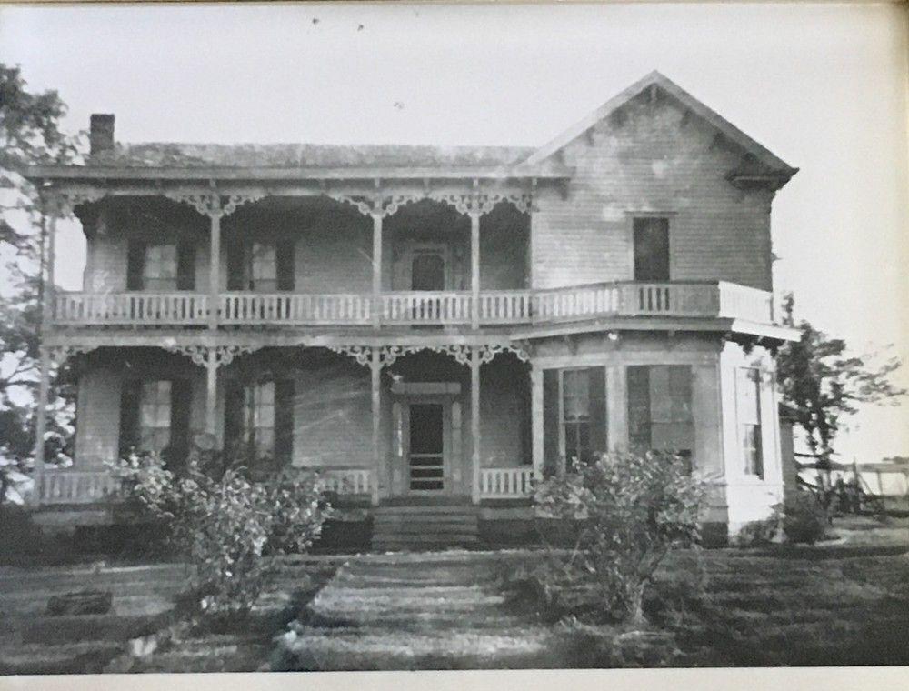 1883 Victorian Farmhouse For Sale in Brenham, Texas