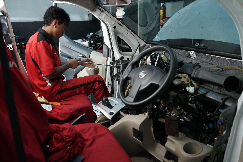 Bongkar Dashboard Nissan Evalia Di 2020