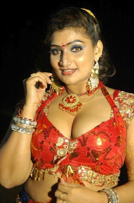 Tamil actress gayathri hot navel cleavage stills