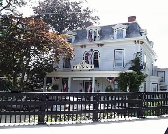 Vienna Restaurant Historic Inn Southbridge Ma