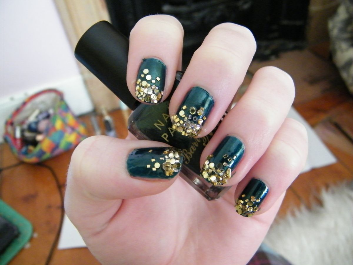 Dorable Green And Gold Nails Illustration - Nail Paint Ideas ...
