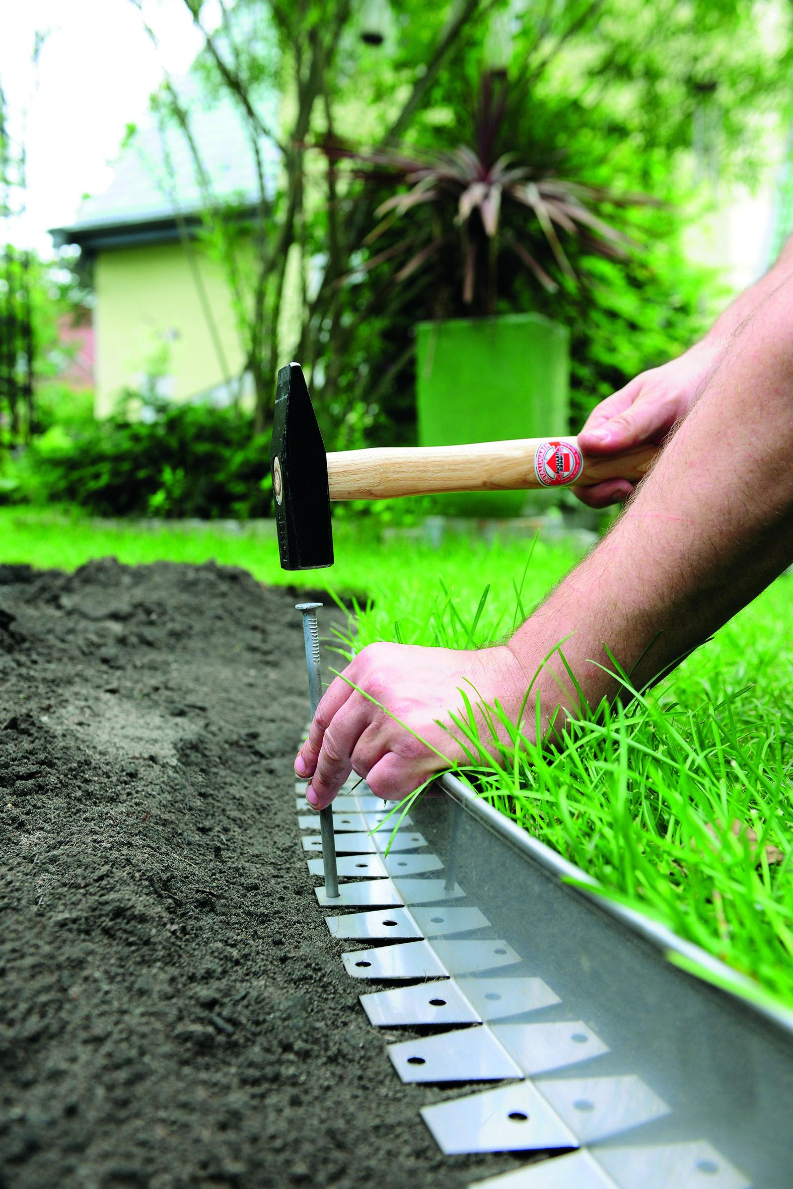 Mit Erdstiften Konnen Sie Unsere Beeteinfassung In Der Gewunschten Form Einfach Fixieren Beeteinfassung Garten Rasenkanten