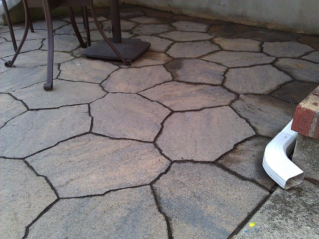 What Should The Ratio Of Crushed Rock And Sand For A Paver Patio Be Diy Stone Patio Patio Stones Patio Blocks