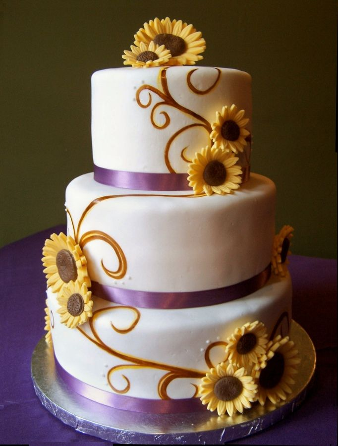 Sunflower Wedding Cake Bottom Layer Is Cookies N Cream