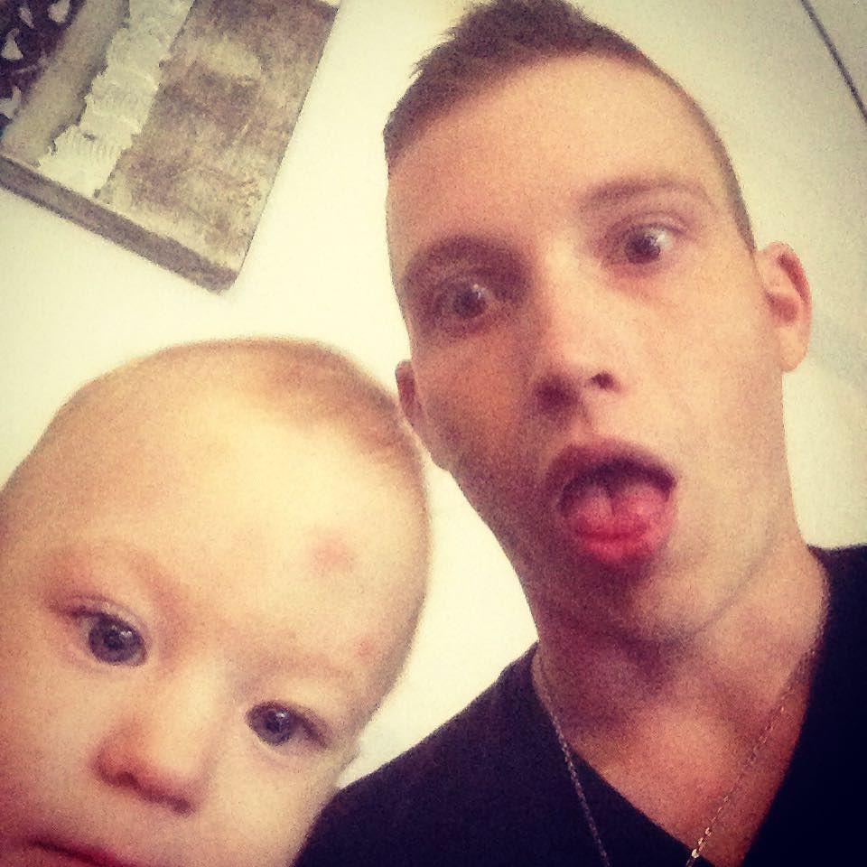 Schaut scho besser aus am Foto wie da Onkl  Leona  #babygirl #1 1/2year old #selfie by kay_sattler