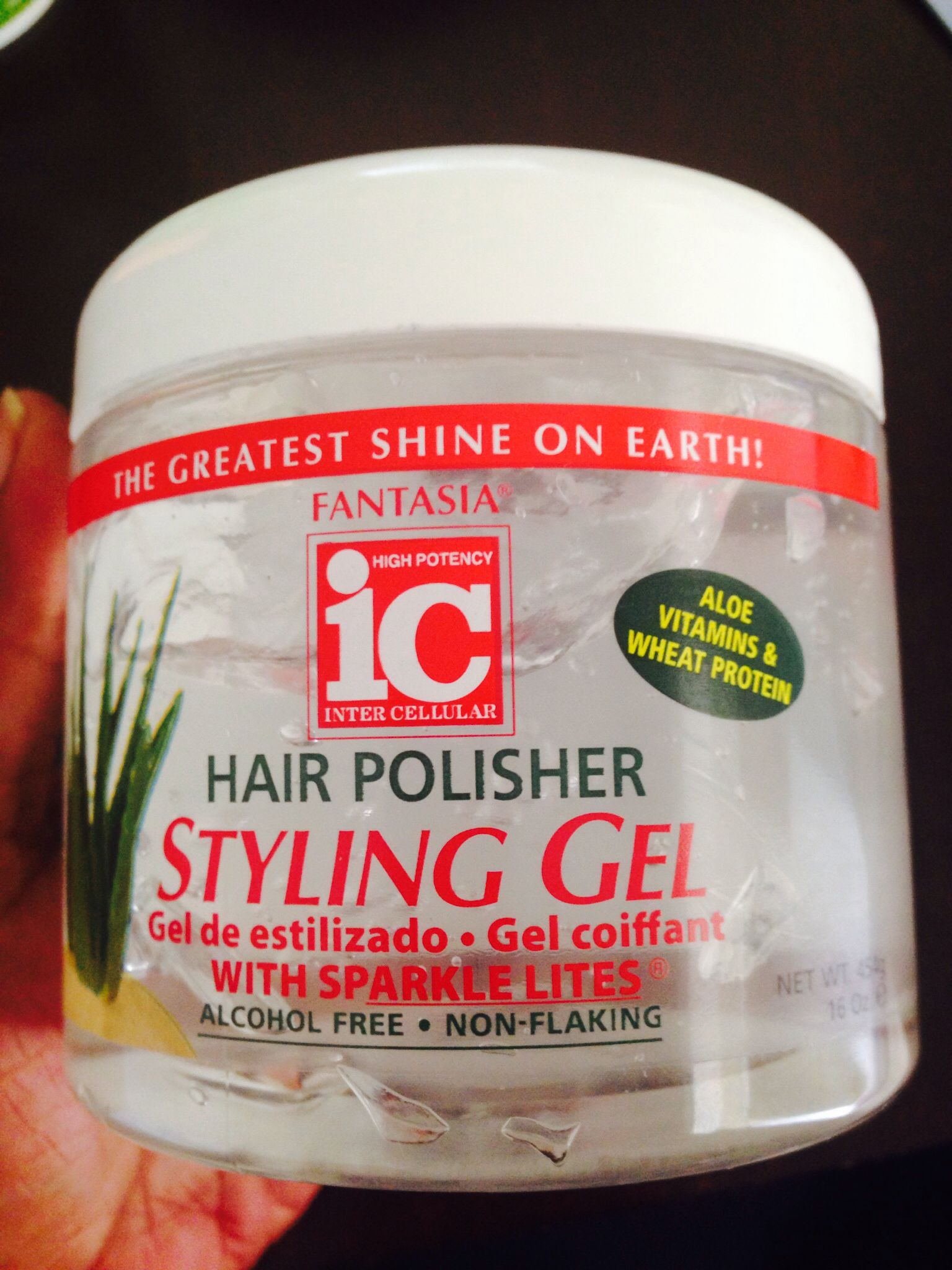 Hair gel that's non flaking and alcohol free and gives