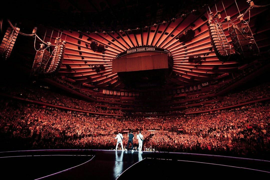 For Everything Jonas Brothers Check Out Iomoio Jonasbrothers In 2020 With Images Jonas Brothers Concert Crowd Biggest Stadium