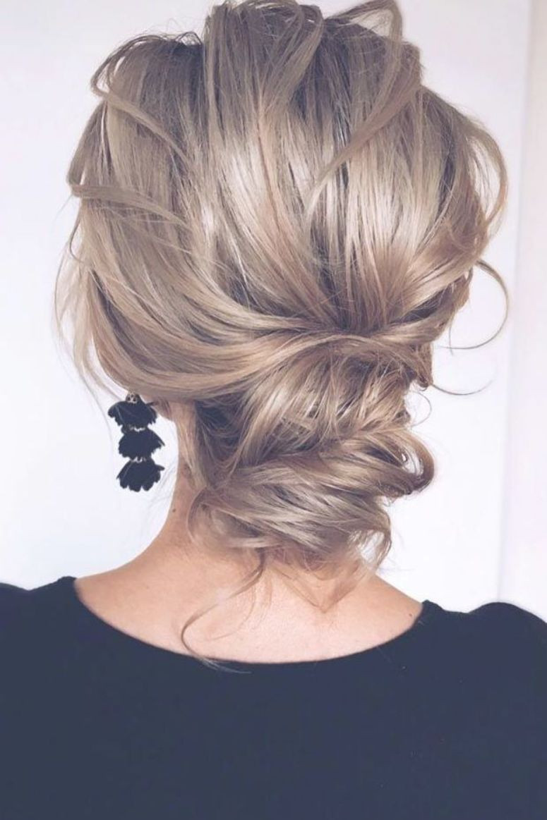 Beautiful Messy Updos Updo Mediumhair Hairstyles Check Out These Popular Updo Hairstyl Medium Length Hair Styles Hair Styles Updos For Medium Length Hair