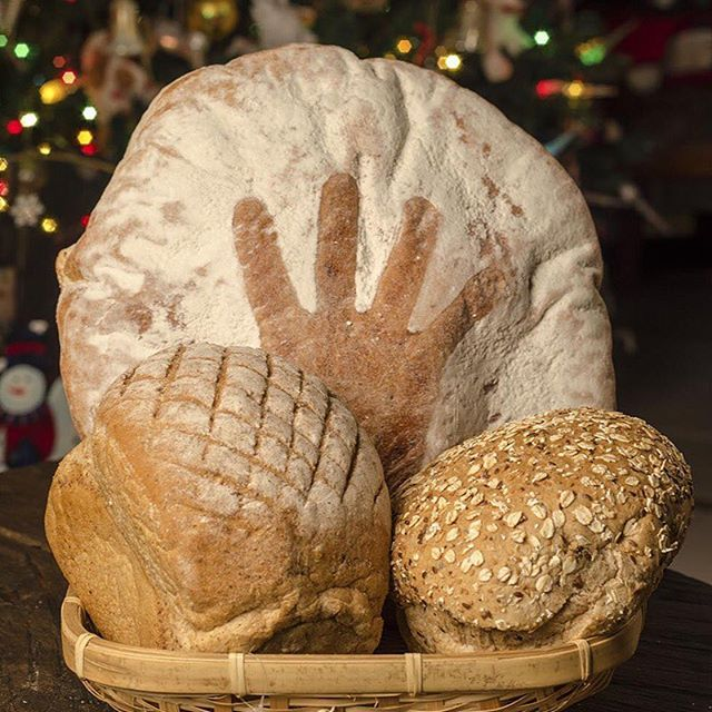 ¡Para ti que cuidas tu salud y la de tu familia, sólo lo mejor! Nuestros panes son una excelente opción para complementar tus comidas. Solos o en sándwiches, fríos o calientes, siempre deliciosos y naturales. #SusiPanaderíaArtesanal. Encuéntralos en nuestras tiendas Mall Ventura y Oviedo