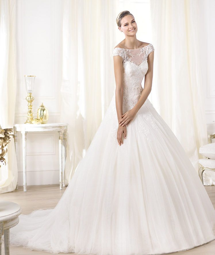 Pronovias LEONELA Size 4 Wedding Dress | Wedding dress, Bateau ...