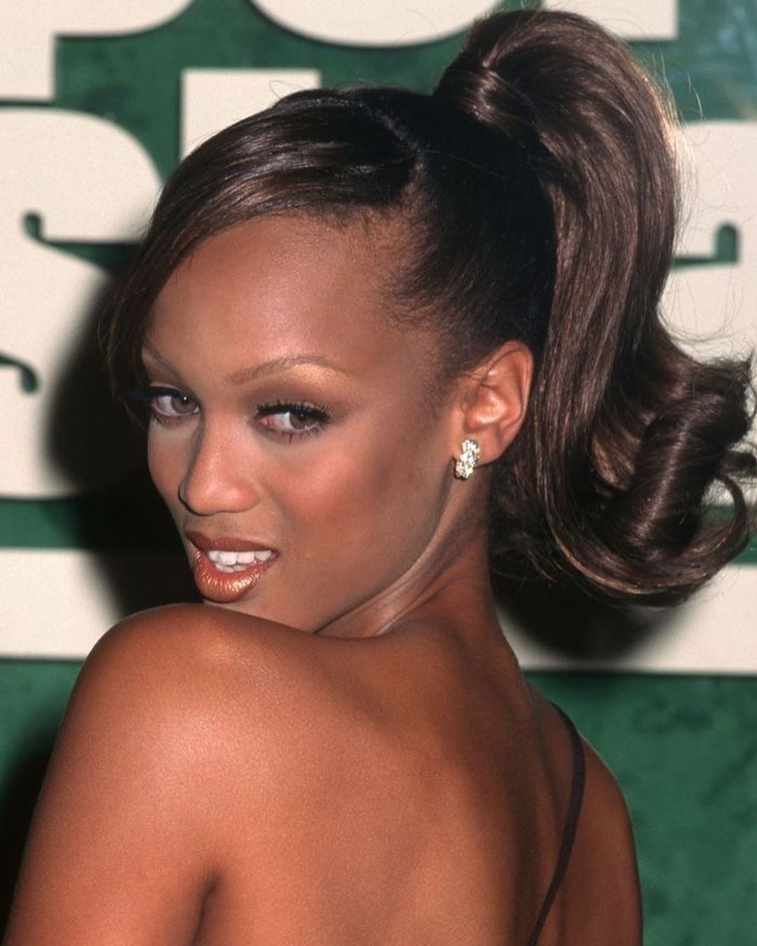 Pin By Kennedy On Hair In 2020 Hairdo Tyra Banks Hair Tyra