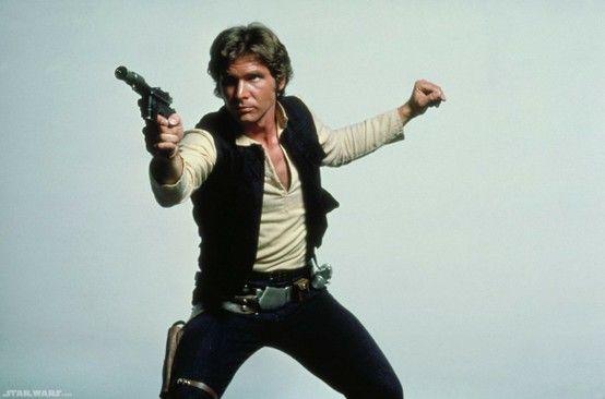 """Harrison Ford, """"esperanzado"""" con volver a hacer de Han Solo. Refiriéndose a su involucramiento en esta nueva entrega de Star Wars dijo: """"Creo que es casi verdad. Estoy deseando que llegue. No está cerrado todavía, pero creo que sucederá"""", afirmó el actor, de 70 años, en declaraciones al canal WGN en un evento celebrado en Chicago al ser interrogado sobre el regreso de los protagonistas de la trilogía original de La Guerra de las Galaxias."""