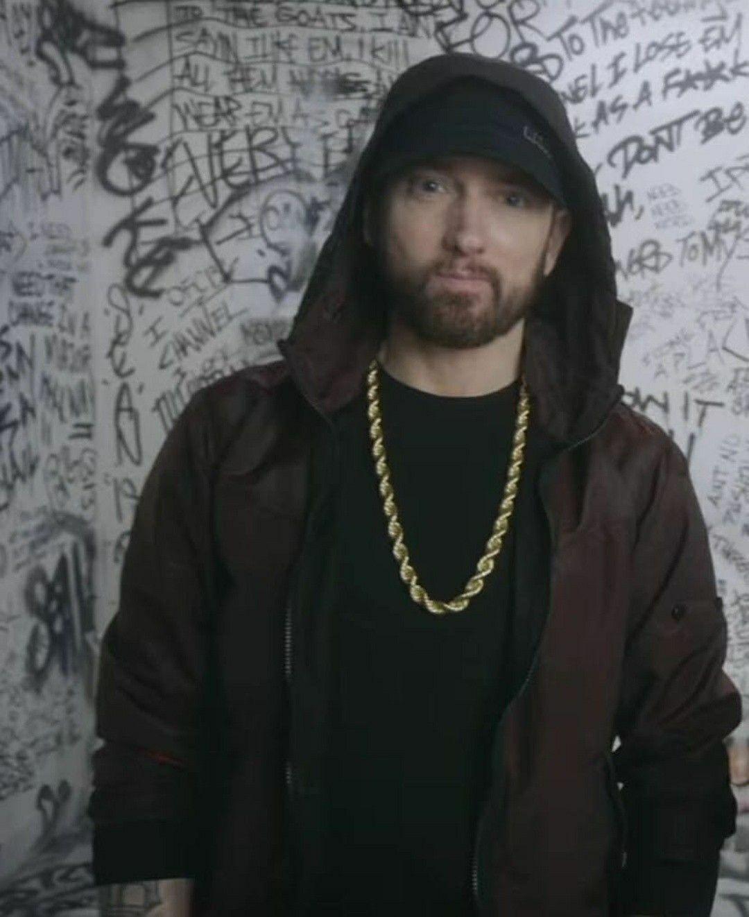 Pin By Jennifer Hall On Eye Candy In 2020 Eminem Rap Eminem Grammy Eminem Photos