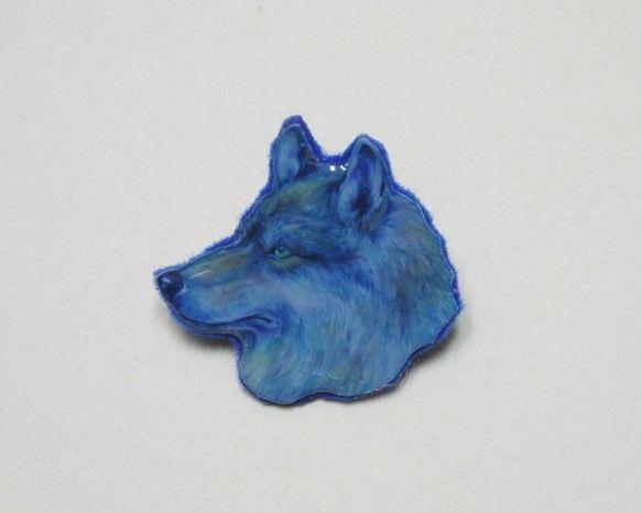 大好きなオオカミを画題にしたパステル画の印刷を使っています。サイズは小さめで、付けやすいと思います!「自由」のシンボルであるオオカミを毎日付けてお楽しみ下さい...|ハンドメイド、手作り、手仕事品の通販・販売・購入ならCreema。