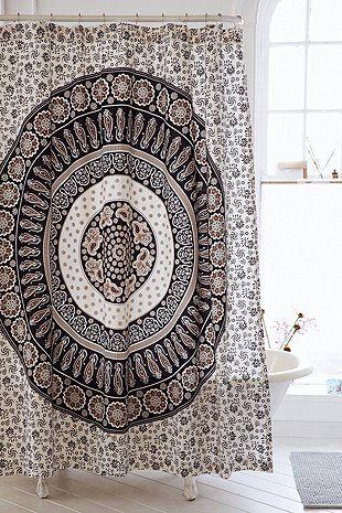 wunderschoene duschvorhaenge ideen, duschvorhang mit paisleymuster und medallion-grafik | hem, Design ideen