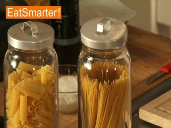 Ein Video zum Thema: Pasta richtig auswählen. Sehen Sie weitere hilfreiche Videos auf EAT SMARTER!