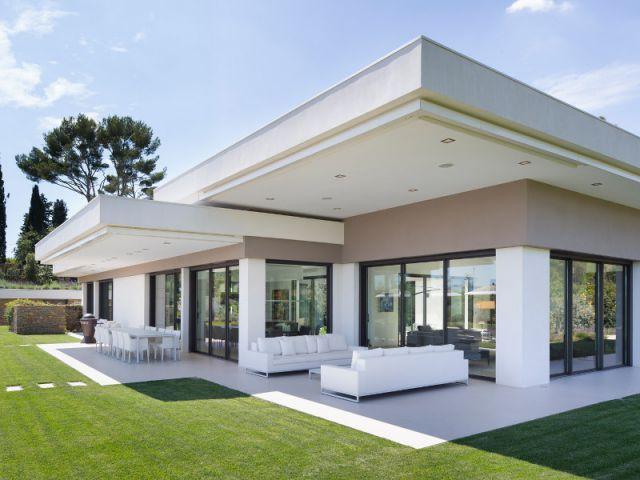 Maison du0027architecte  une villa moderne aux vues traversantes (VIDEO