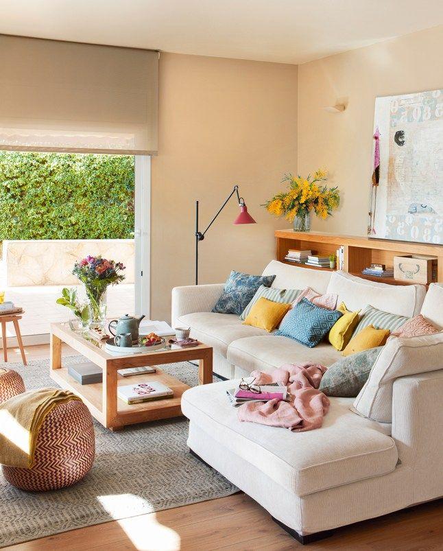 une maison r nov e de fond en comble living room. Black Bedroom Furniture Sets. Home Design Ideas