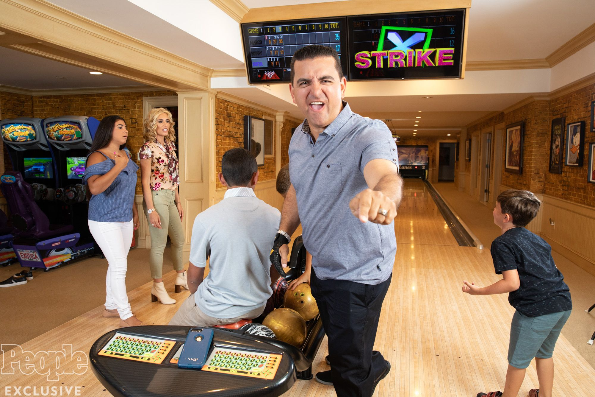Buddy Valastro Faces Uphill Battle After His Hand Was Impaled During Terrible Bowling Accident In 2020 Buddy Valastro Cake Boss Buddy Buddy
