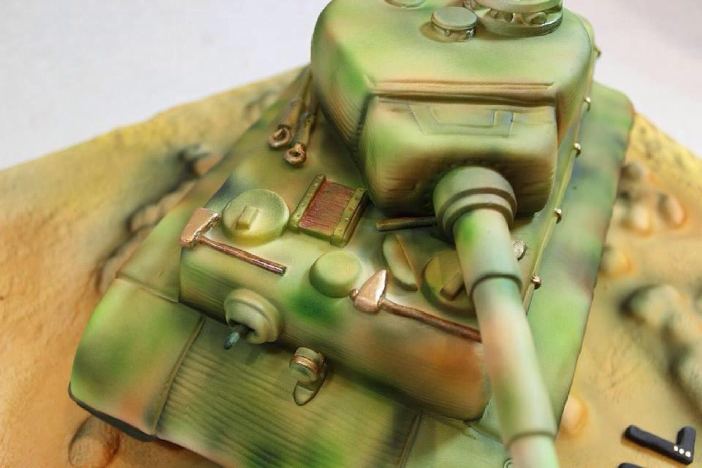 Fondant tiger tank