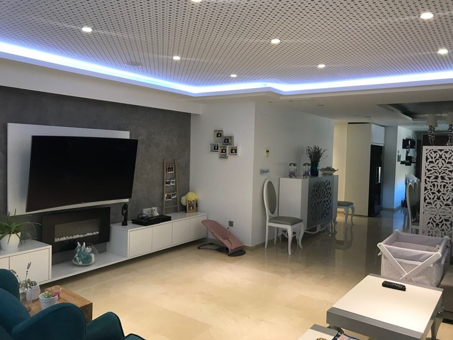 saln con iluminacin led en el techo - Iluminacion Led Salon