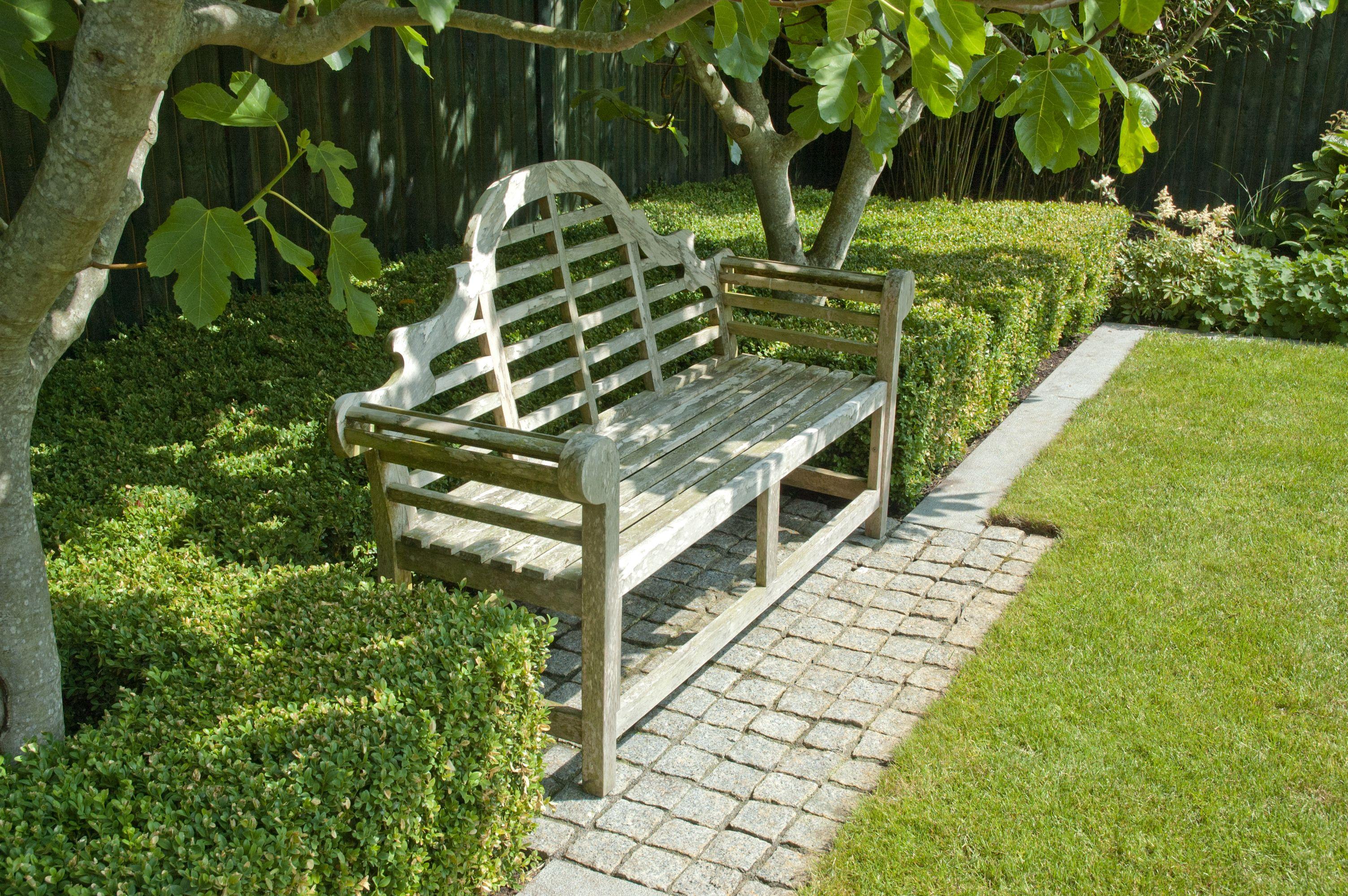 Clipped Hedge Surrounds Bench Garden Design Garden Design Plans Garden Maintenance