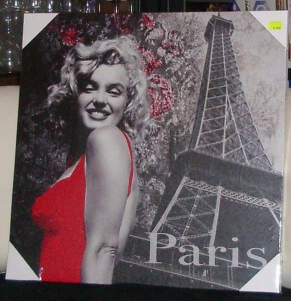 Frame A New Frame. Marilyn With The Eiffel Tower