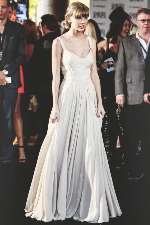 081dc4caea1 Taylor Swift - 26th Annual Aria Awards 2012 - Sydney