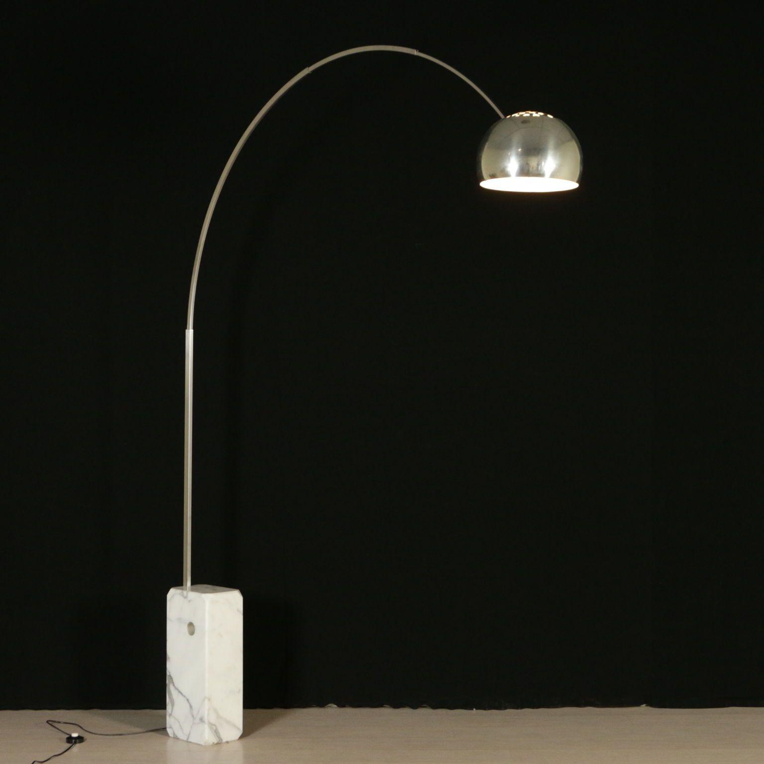 Lampada arco modello originale progettato nel 1962 dai for Lampada arco