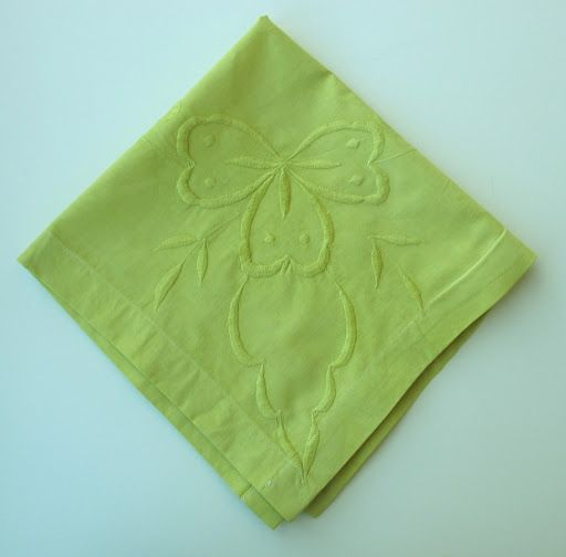 Dyed napkins form an antique tablecloth (via the ever-clever Martha Stewart) featuring #ritdye