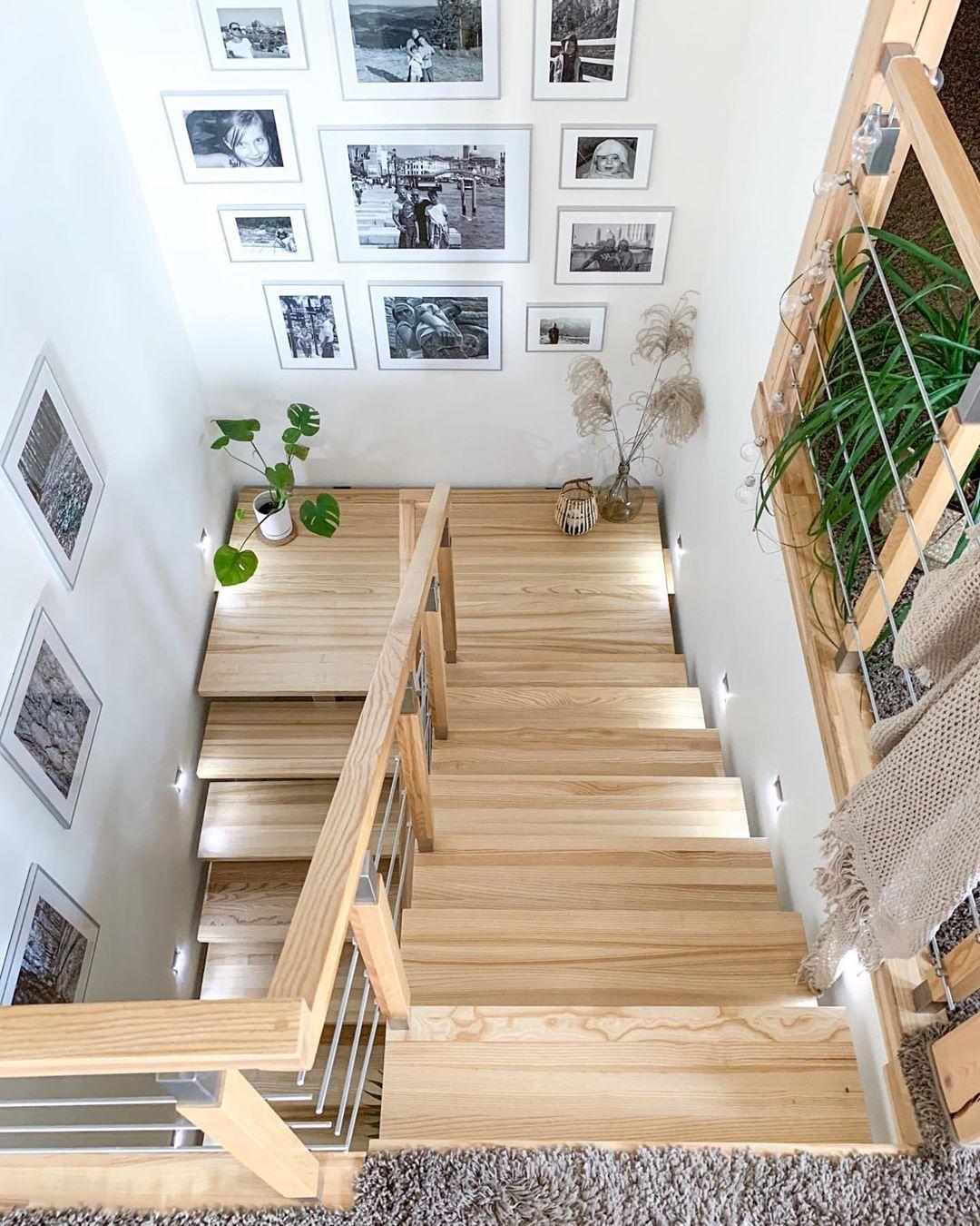 """Najlepsze wnętrza i inspiracje's Instagram profile post: """"Piękne schody. Opiszcie je jednym słowem ☺️⠀ ▫️▫️▫️▫️▫️⠀ Obserwuj ➡️ @wymarzone_mieszkanie ⬅️⠀ dla codziennej dawki wnętrzarskich…"""""""