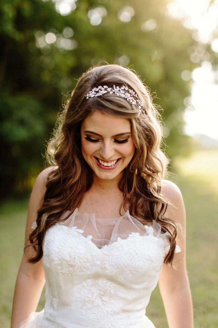 Coiffure mariage cheveux mi long avec diademe en 2019