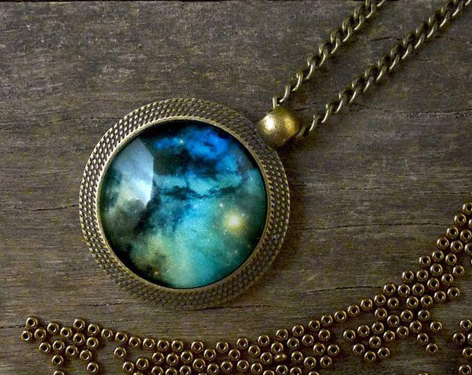 Collar universo galaxia, espacio verde azul collar, joyería de universo, nebulosa collar Cosmos joyería, colgante de vidrio galaxia (UJ 054)