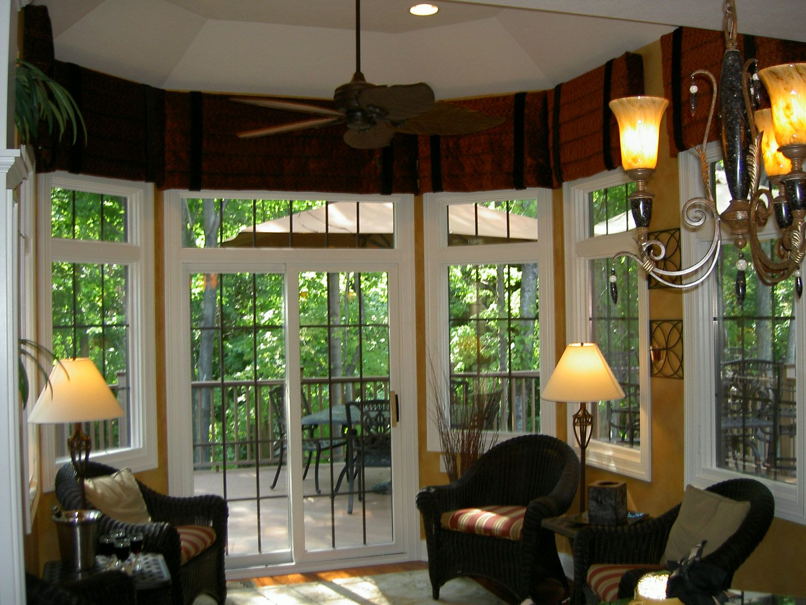 window treatments in model homes window treatment dining room latina model home homerama. Black Bedroom Furniture Sets. Home Design Ideas