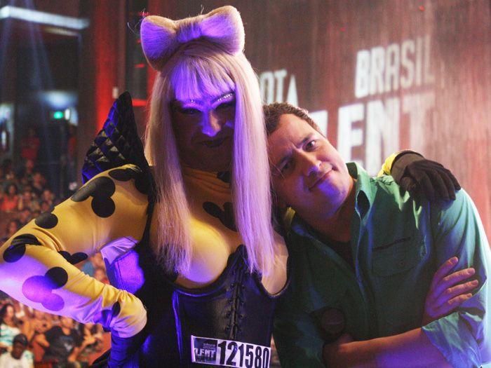Reconhece? Thierry Figueira vira Lady Gaga em seletiva do Got Talent Brasil http://r7.com/pQ6T