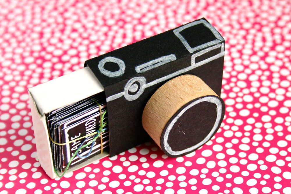 Gift idea matchbook camera with picture prompts for Regalo camera