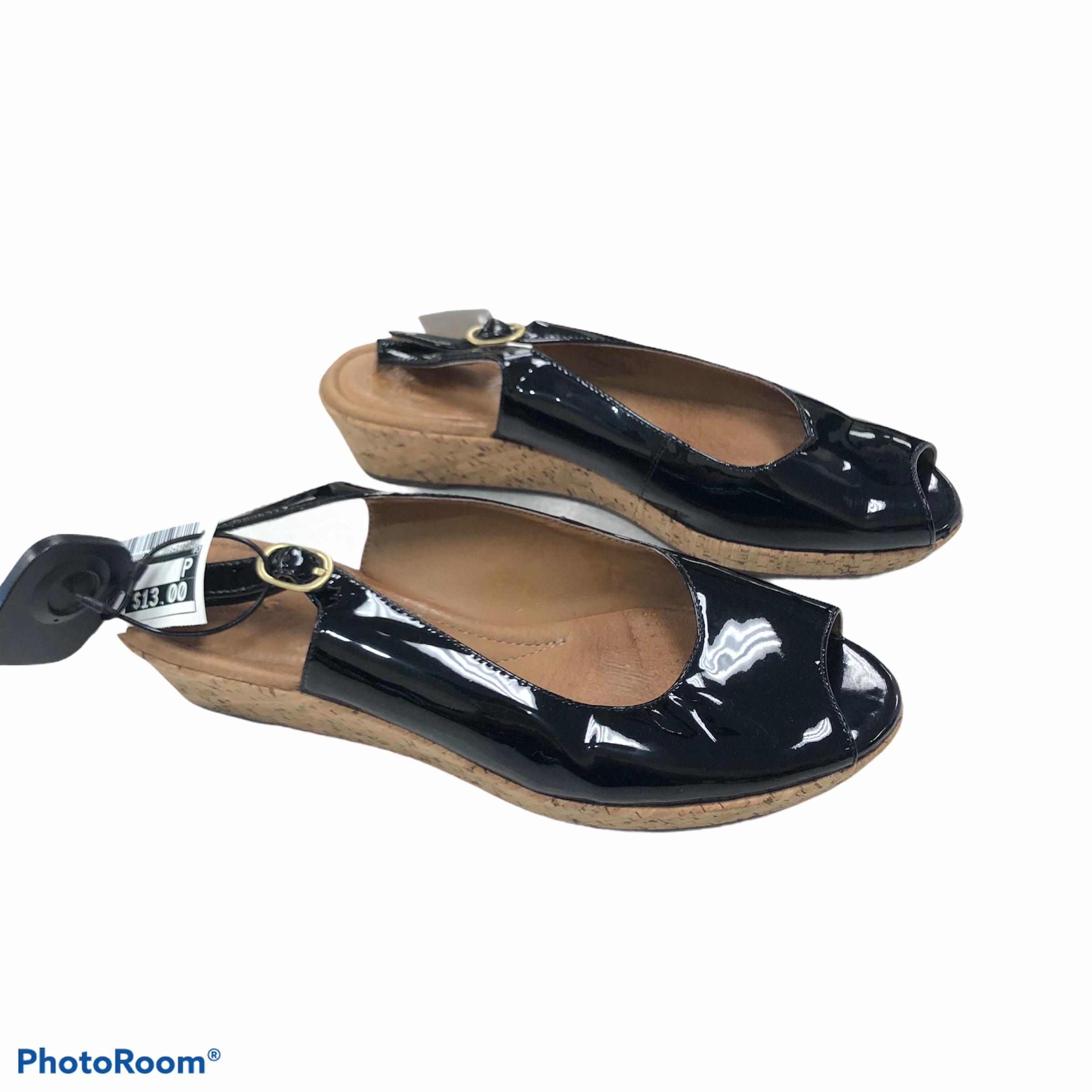 Flip Flops By Clarks  Size: 8