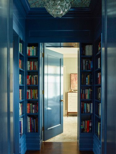 DOMINO:How a Designer Turned an Empty Hallway into a Library